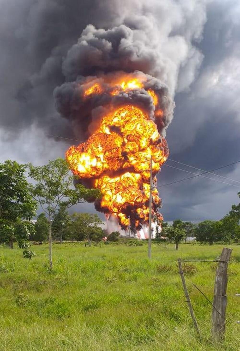 372167_Explosión en plataforma petrolera. Foto: Cortesía