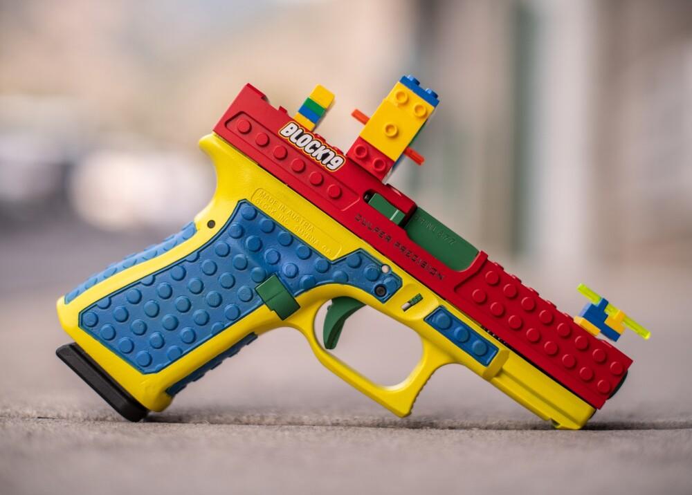 Pistola similar a juguete Lego Foto Twitter.jpg