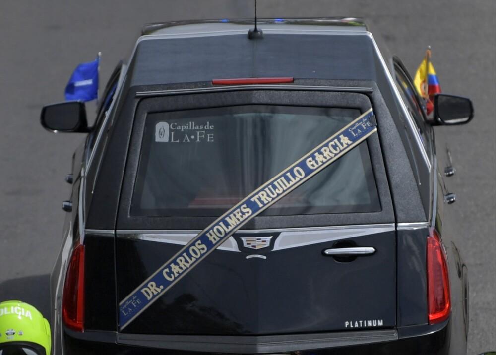 Coche fúnebre carlos holmes trujillo AFP.jpg