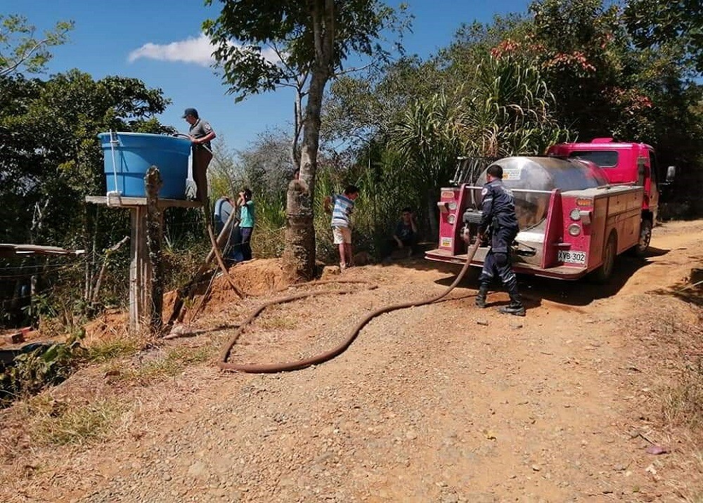 353149_BLU Radio. Carrotanque Agua Santander / Foto:Suministrada
