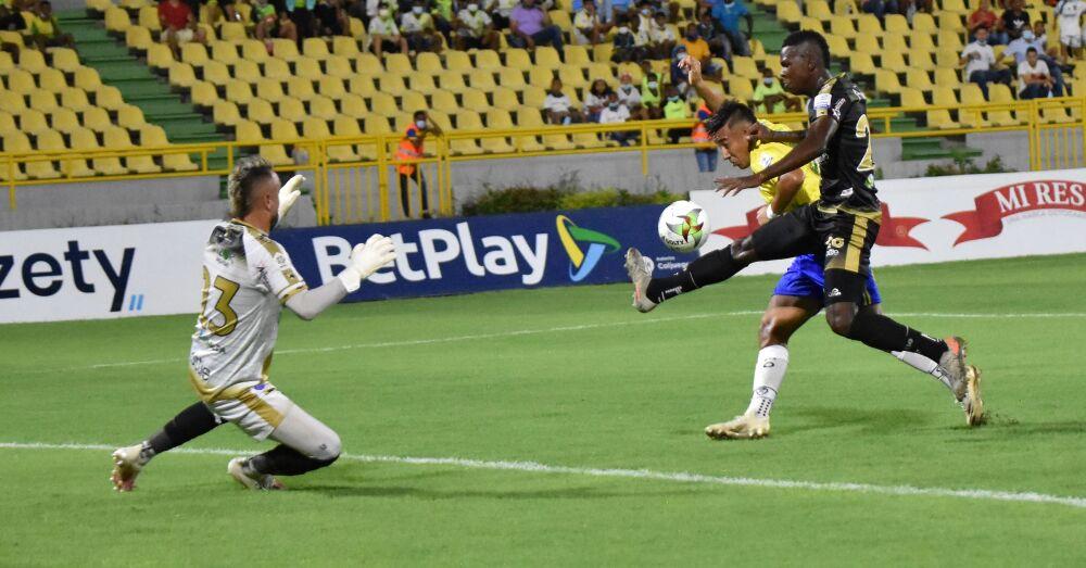Partido entre Real Cartagena y Llaneros..jpeg