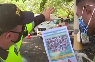 policias buscan saqueadores.jpg