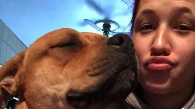 Reencuentro entre perro que se perdió hace dos años y su ama Asha.jpg