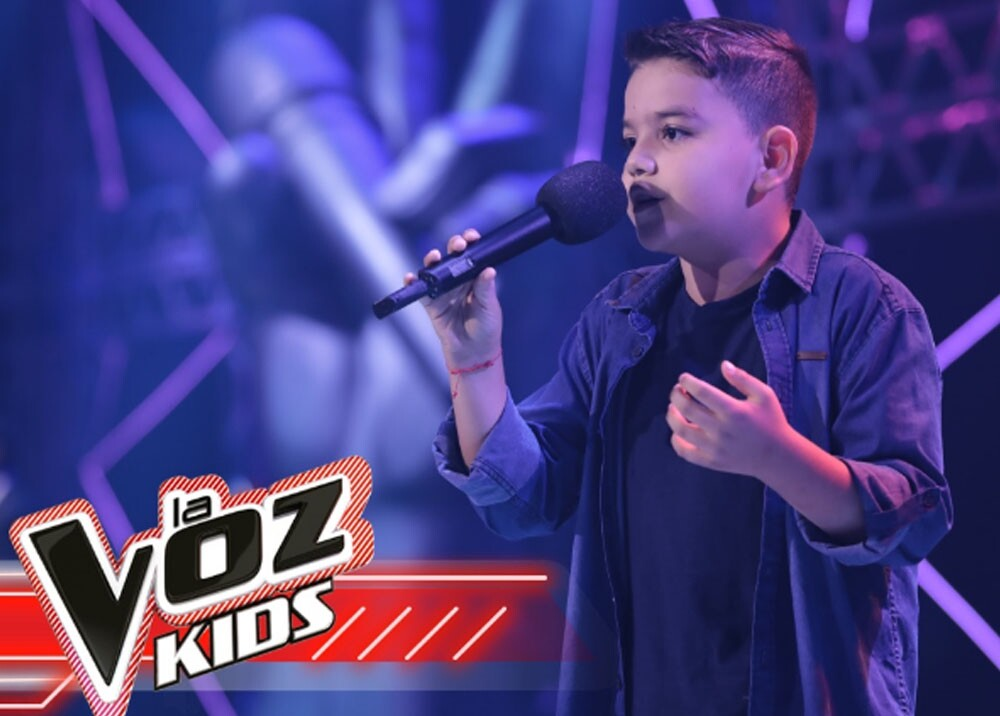 santiago cantante en la voz kids.jpg