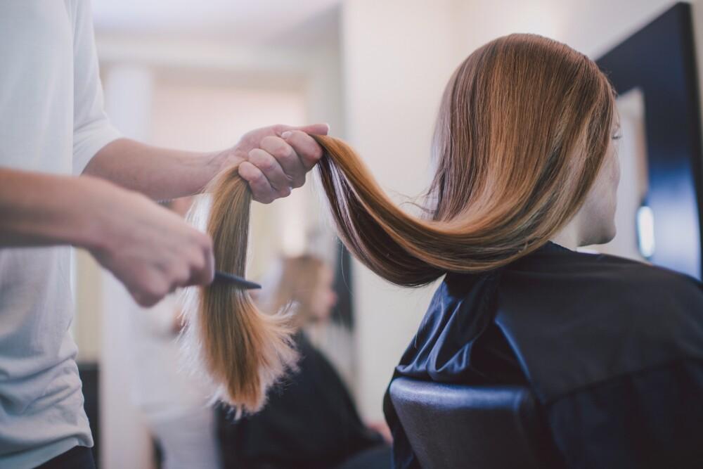 Por mal corte a modelo, peluqueria es multada por más de 200 mil dólares