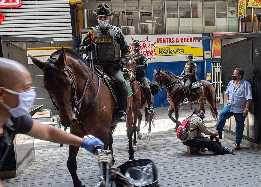 373244_Medidas de control durante la pandemia en Medellín // Foto: AFP