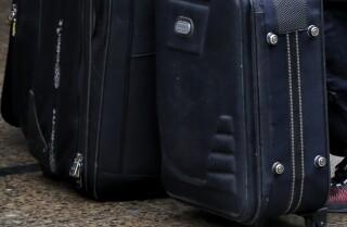 Policía capturó dos hombres y una mujer luego de requisar una maleta que tenían en su poder.jpeg
