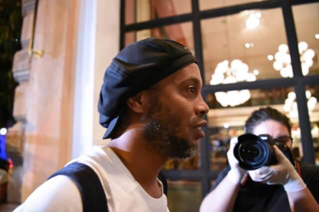 334785_Ronaldinho está cumpliendo su arresto en un lujoso hotel de Paraguay.