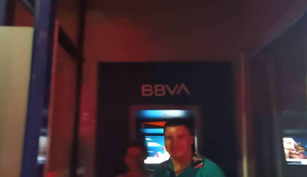 351666_BLU Radio. Pareja atrapada en cajero de Bucaramanga / Foto: Bomberos