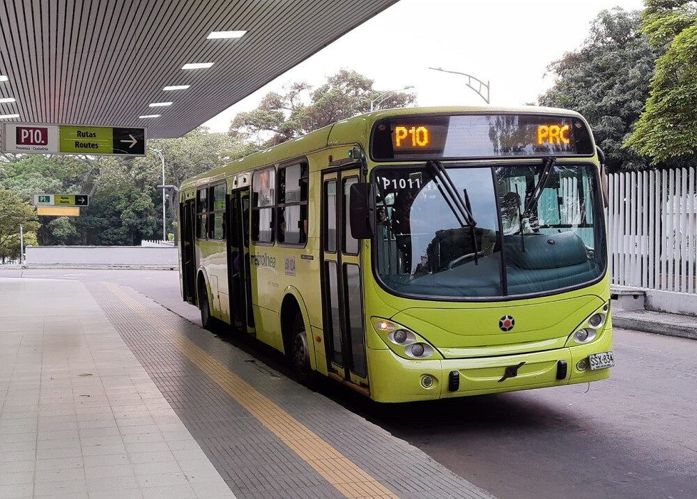 358697_BLU Radio. Bus de Metrolínea / Foto: Metrolínea