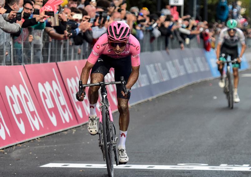 Egan Bernal es líder del Giro de Italia 2021.