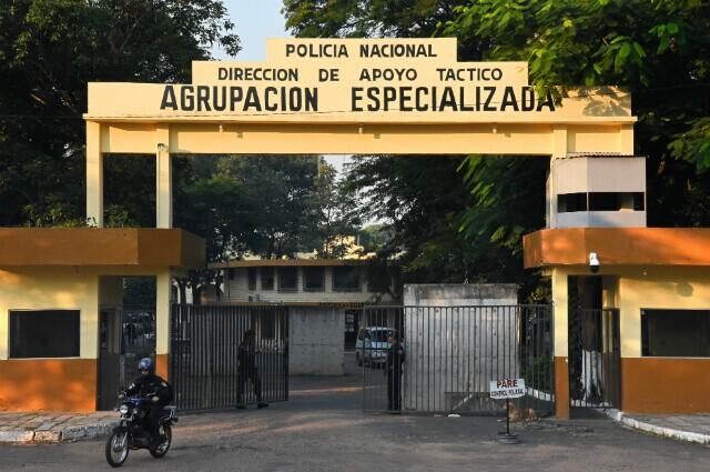 332436_En este cuartel de Policía está recluido Ronaldinho