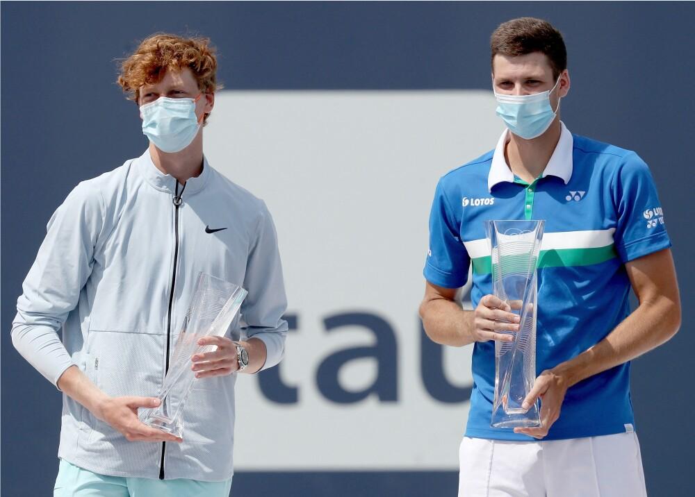 Hubert Hurkacz  y Jannick Sinner  Foto AFP.jpg