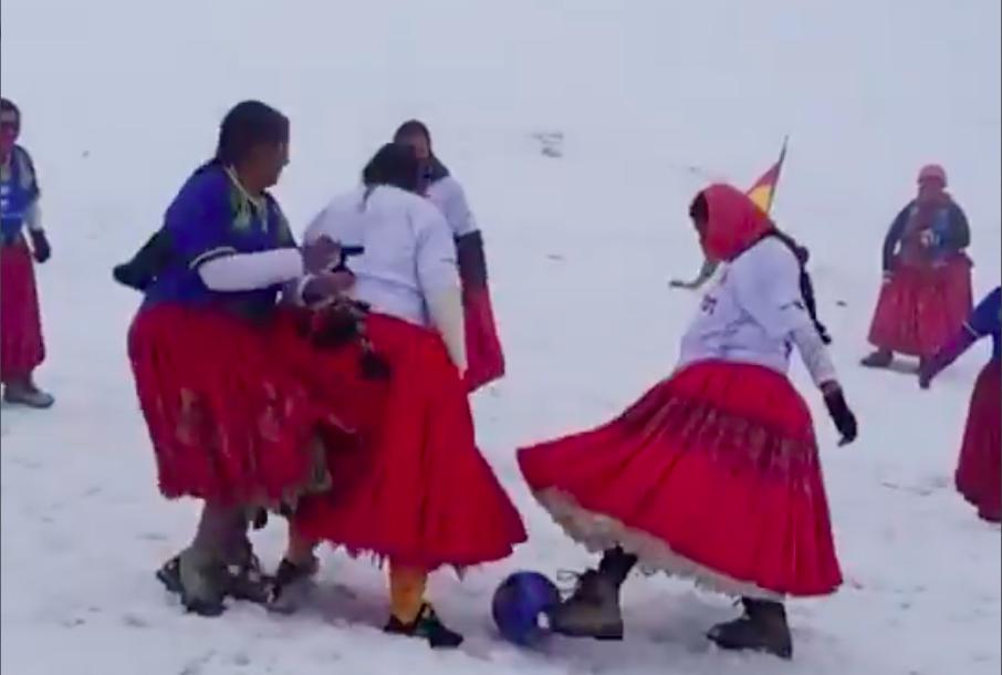 bolivia-escaladoras-cholitas.jpg
