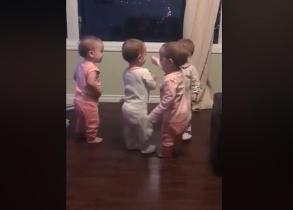 7254_La Kalle. Cuatrillizas abrazándose / Foto: Captura video de Facebook Webb Quadruplets Updates