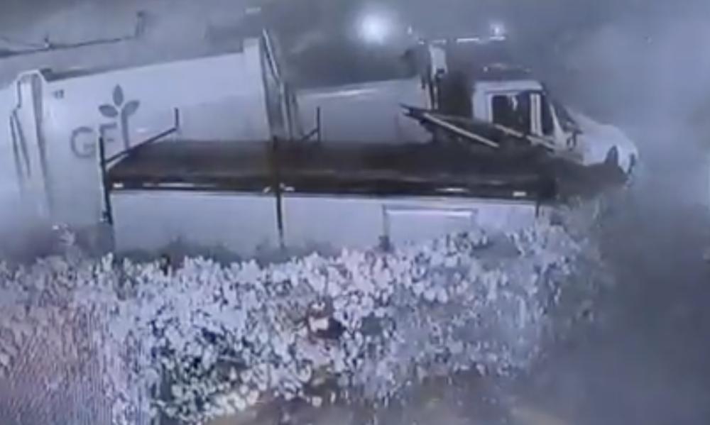 Camión se estrelló contra una propiedad y dejó al descubierto un cultivo ilegal de marihuana