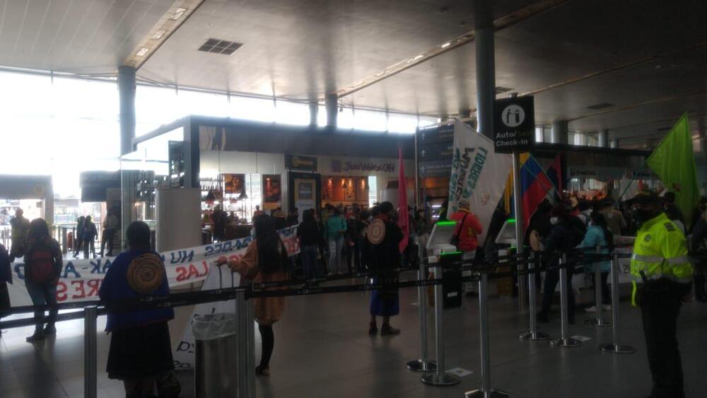 indigenas misak foto alcaldia en aeropuerto el dorado.jpeg