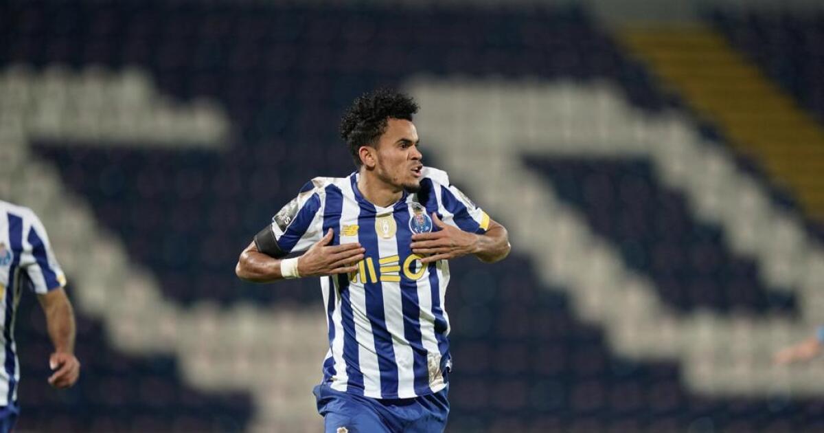 Gancho, derechazo y a festejar: ¡golazo de Luis Díaz para Porto sobre Nacional de Madeira!