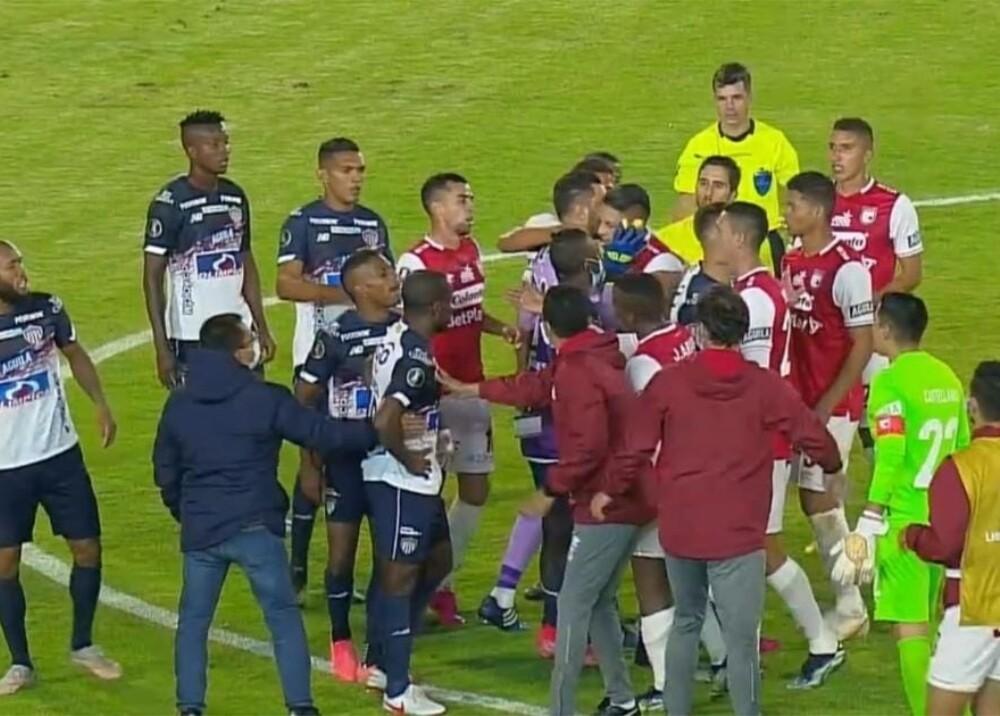 Pelea Junior vs Santa Fe Foto Captura de video.jpg
