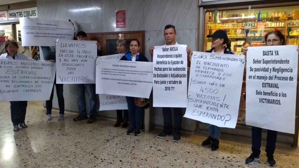 335052_BLU Radio. Afectados por Estraval protestaron en Medellín / Foto: Cortesía