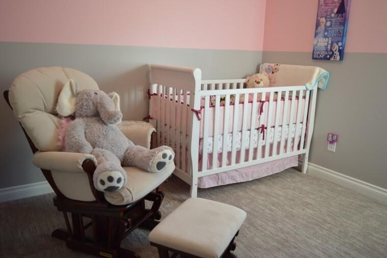 Gemidos extraños prevenían del dormitorio de un bebé