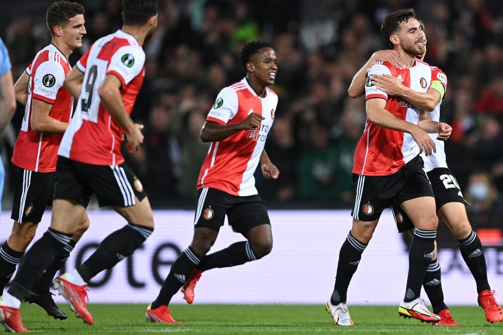 Celebración del Feyenoord, con Luis Sinisterra incluido, tras el gol en Conference League