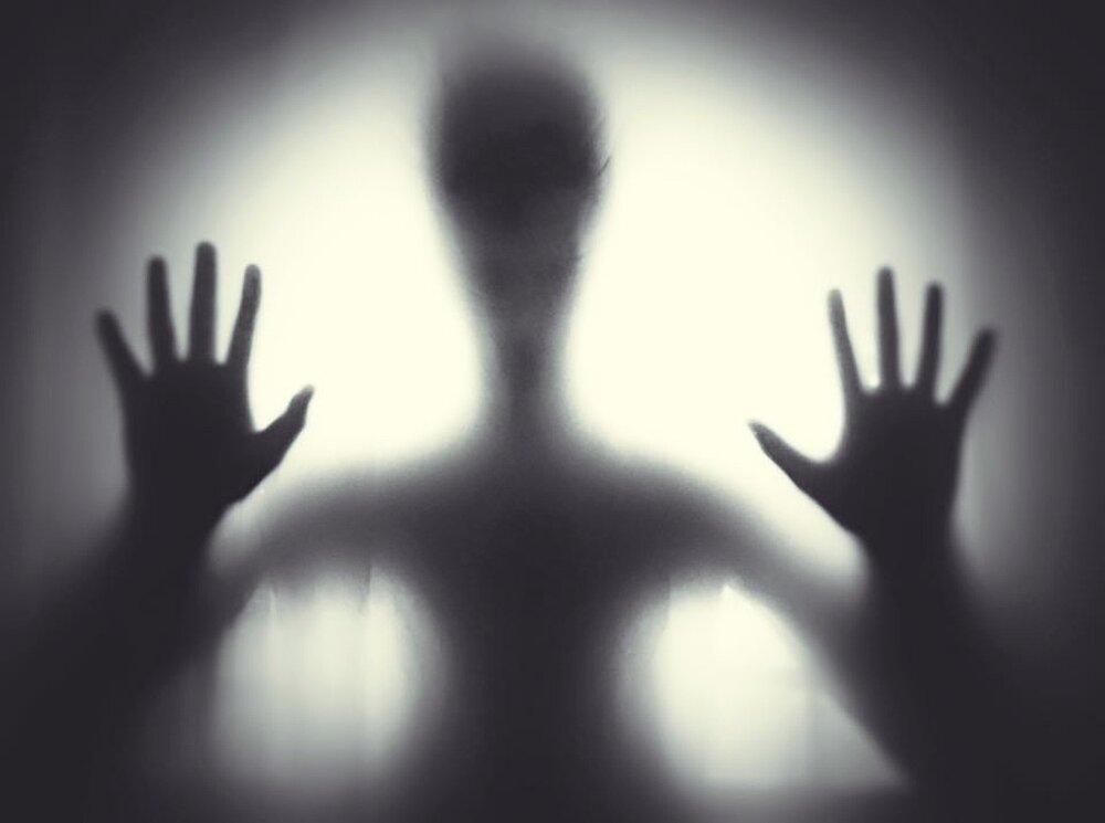 """Pareja capta el aterrador momento en el que un fantasma les dice: """"Lárguense"""""""