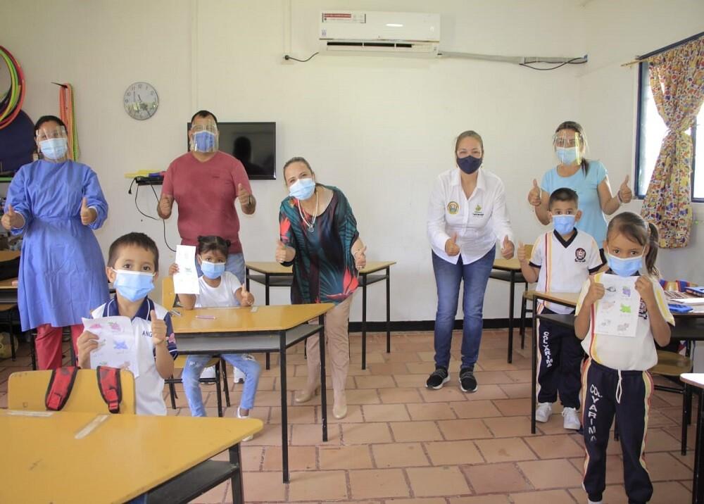 FOTO CLASES PRESENCIALES COLEGIO SAN VICENTE.jpg