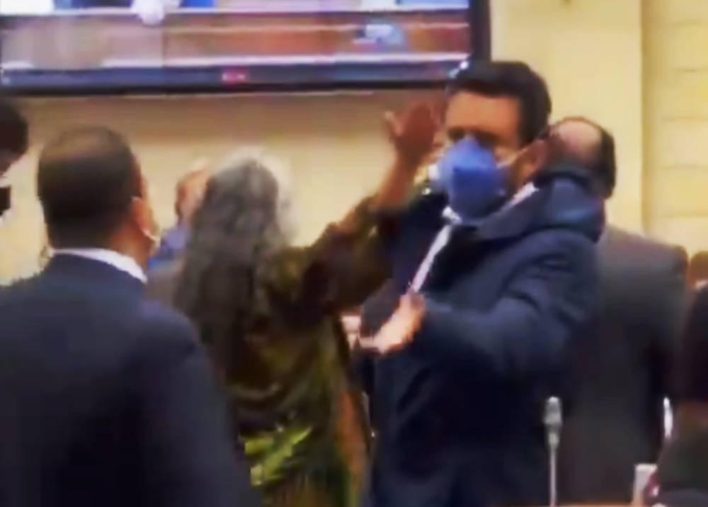 Duro roce entre congresistas durante moción de censura a MinDefensa