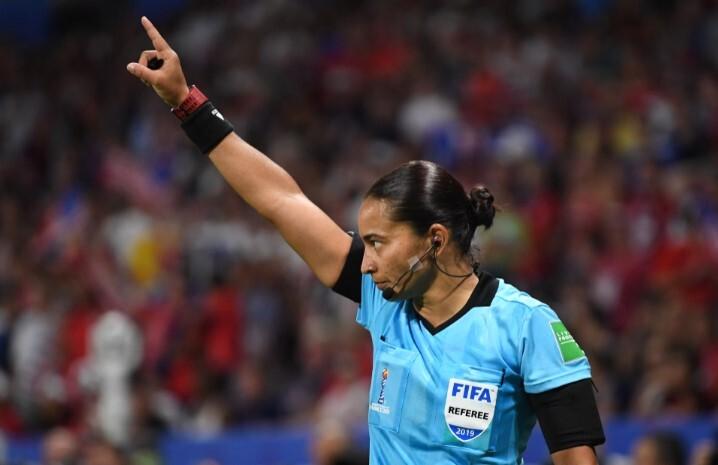 Brasileña Edina Alves, primera árbitra en dirigir en un Mundial de Clubes