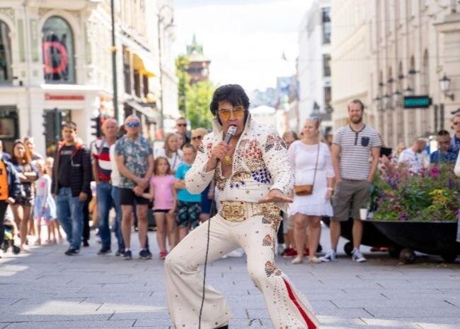 372191_Imitador noruego de Elvis Presley /AFP