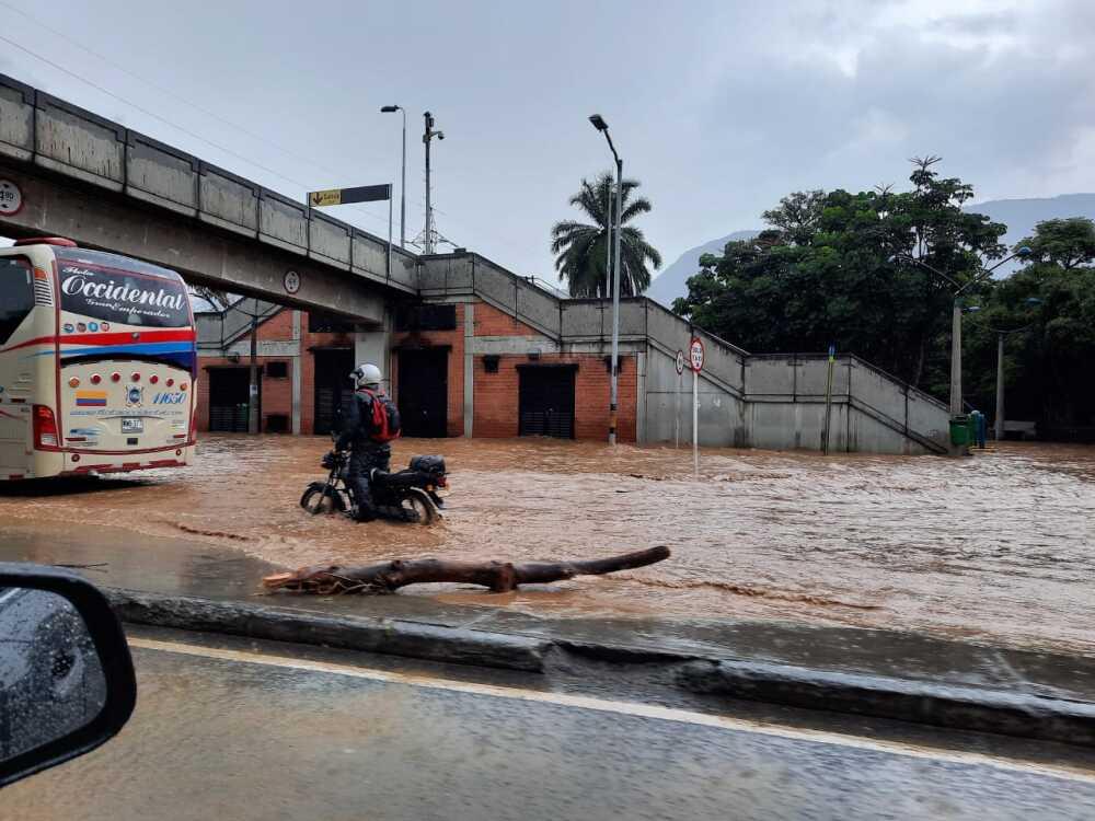 Inundaciones en el barrio El Poblado de Medellín.jpeg