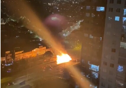Manifestantes queman bus del SITP en Bogotá