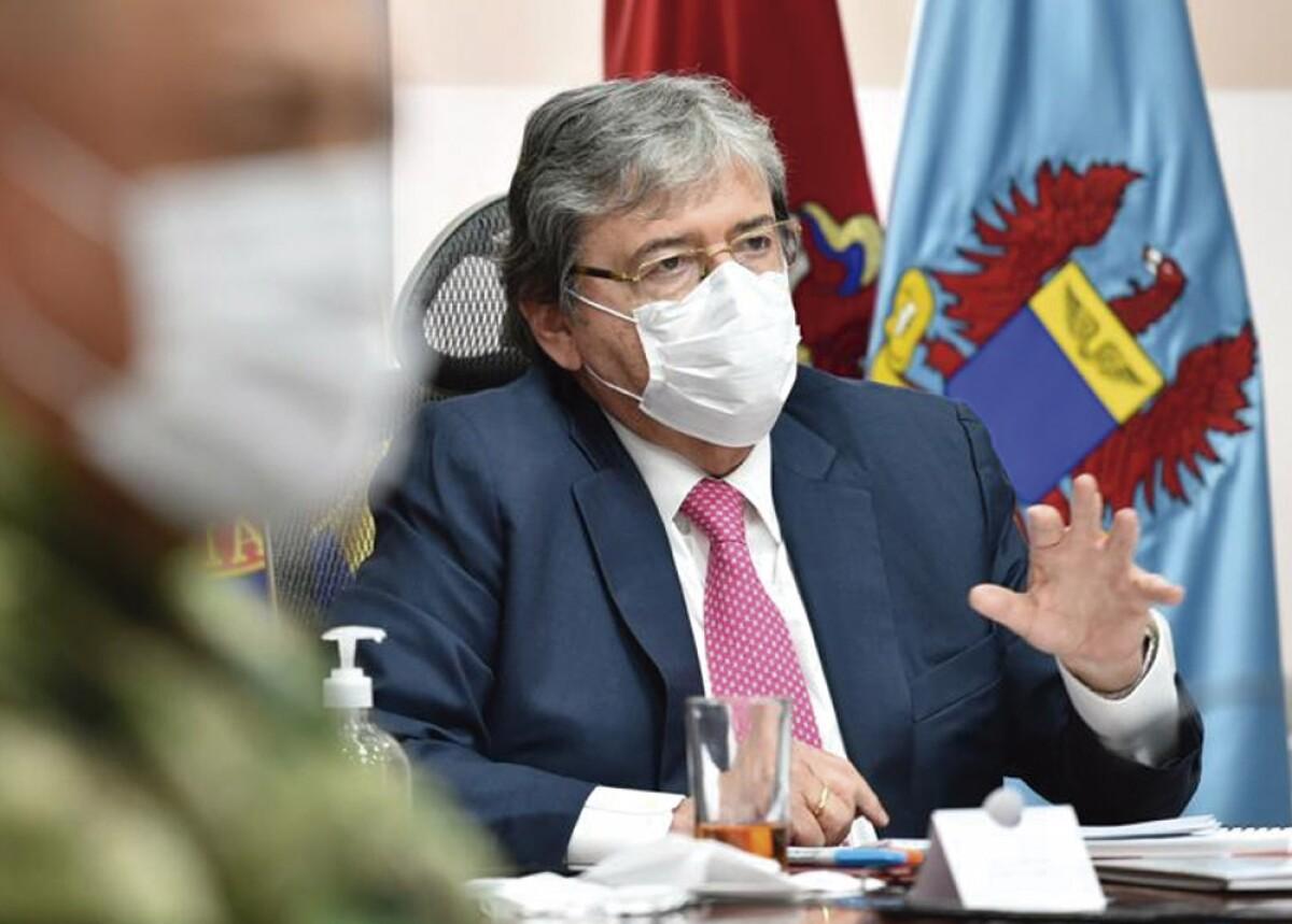 Carlos Holmes Trujillo continúa hospitalizado en cuidado crítico por  coronavirus