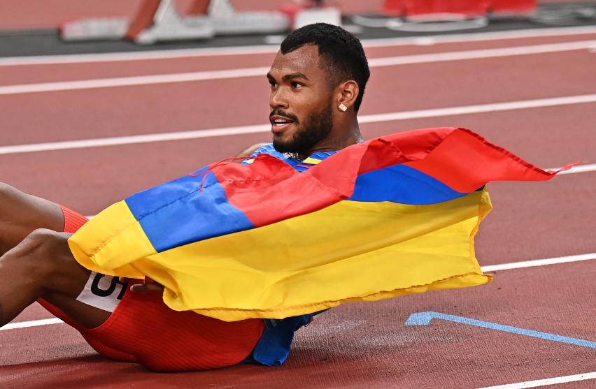 Anthony Zambrano ganó la medalla de plata en los 400 metros de los Juegos Olímpicos Tokio 2020.