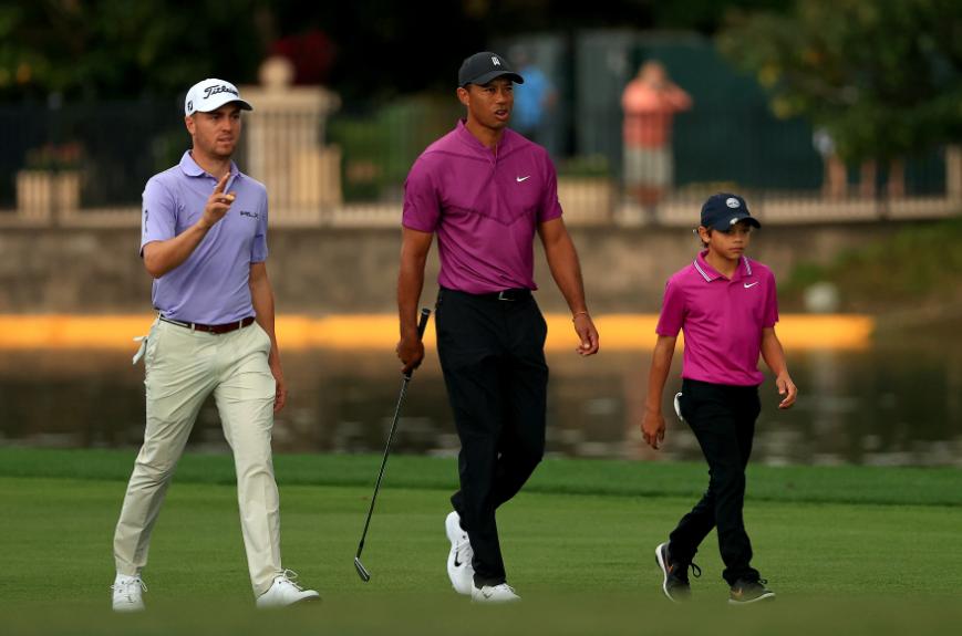 Tiger Woods y su hijo Charlie en el PNC Championship.