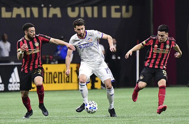 334746_Acción de juego de la MLS