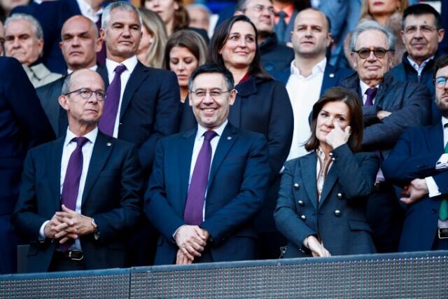 334532_Josep Bartomeu con miembros de la junta directiva del Barcelona.