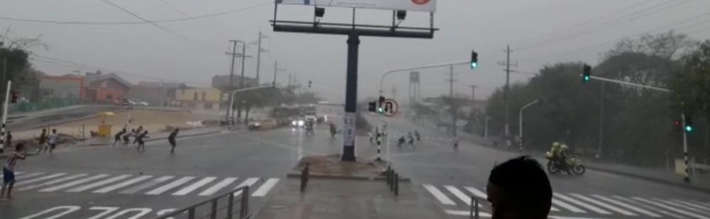 304073_Blu Radio/ Peleas de pandillas bajo la lluvia en Barranquilla. Foto: Cortesía
