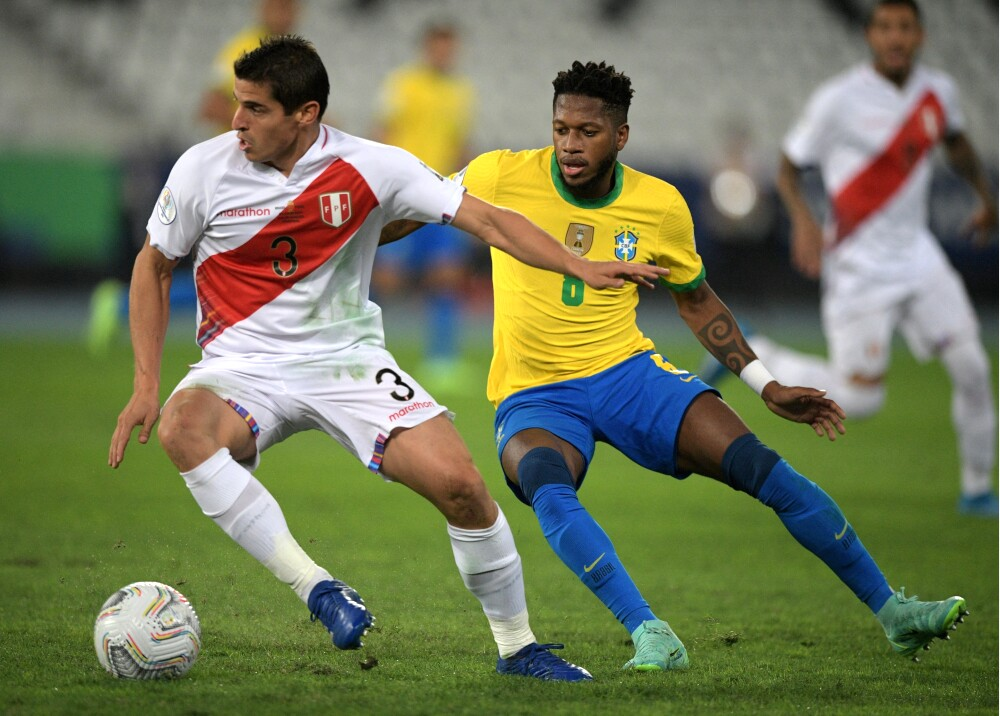 Selección Brasil y Peru AFP.