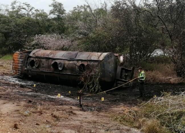 370825_BLU Radio // Camión incinerado en Tasajera, Magdalena