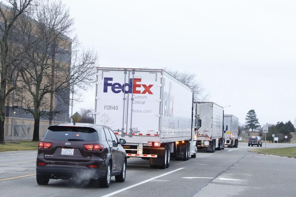 Camiones con vacunas. Foto: AFP