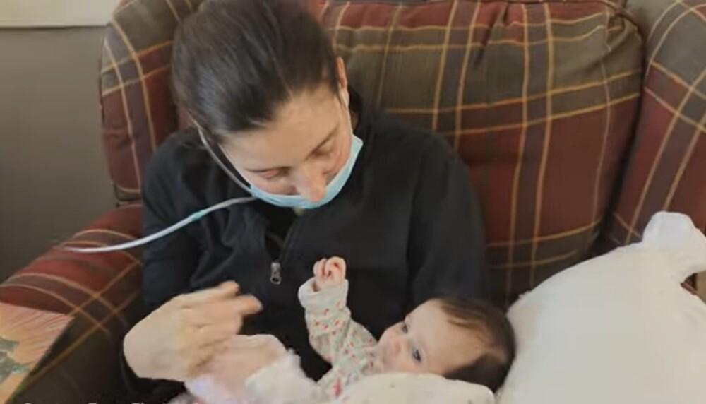 Kelsey Townsend conoció a su hija después de tres meses por coma inducido