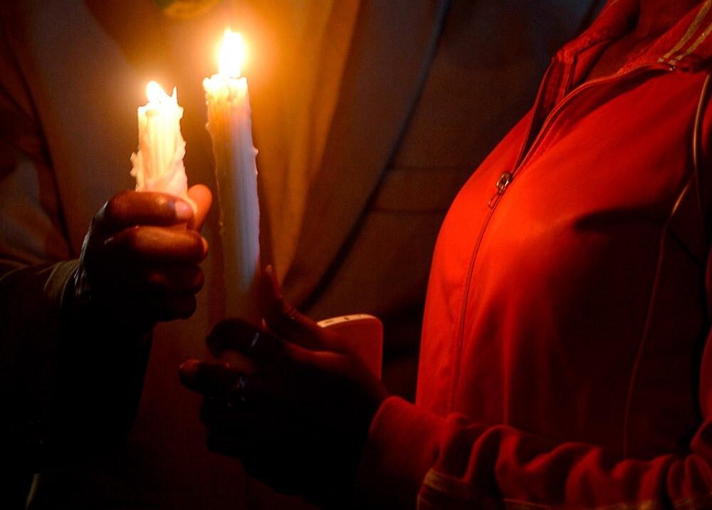 362185_Personas sin servicio de energía // Foto: referencia AFP
