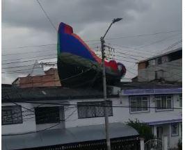 Inflable voló con niños adentro en la localidad de Rafael Uribe Uribe.JPG