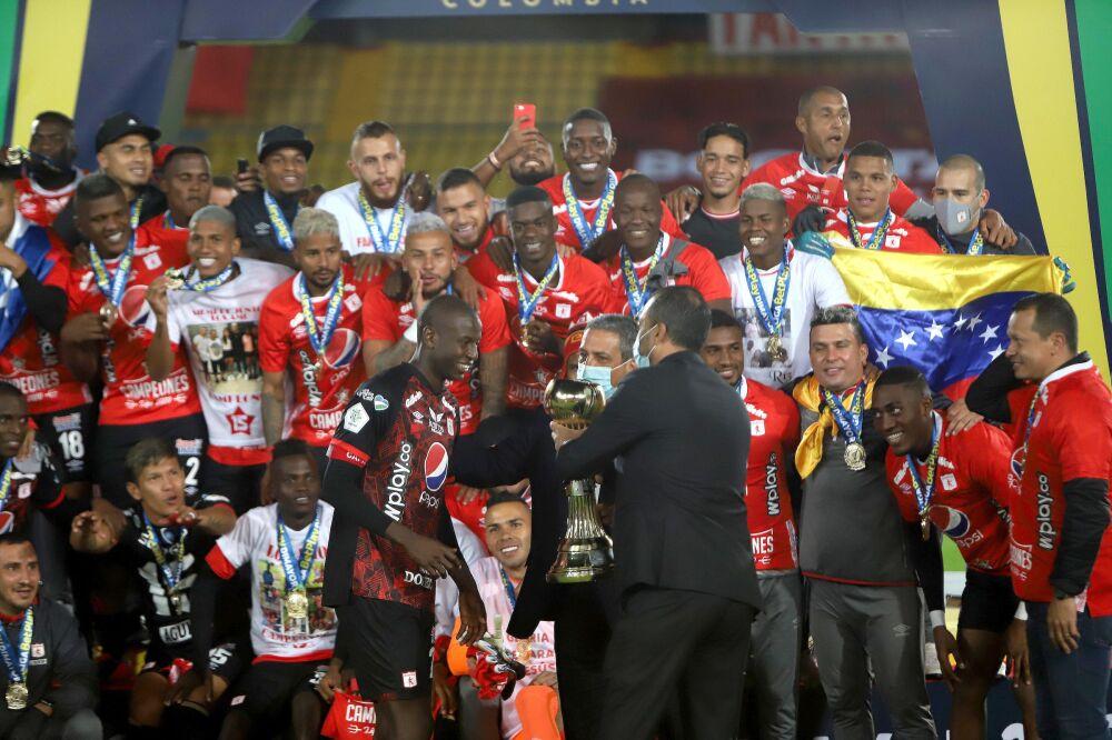 América de Cali, campeón del fútbol colombiano en 2020. Dimayor.jpeg