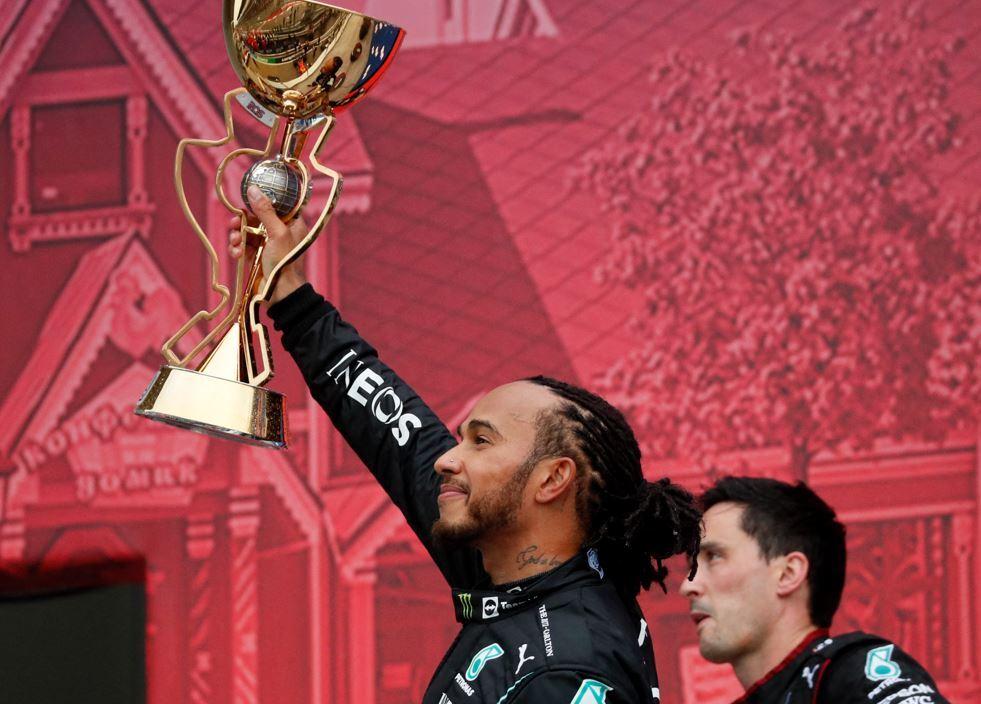 Lewis-Hamilton-podio