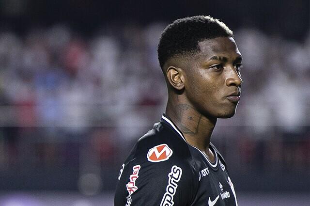 332743_Yony González, delantero de Corinthians