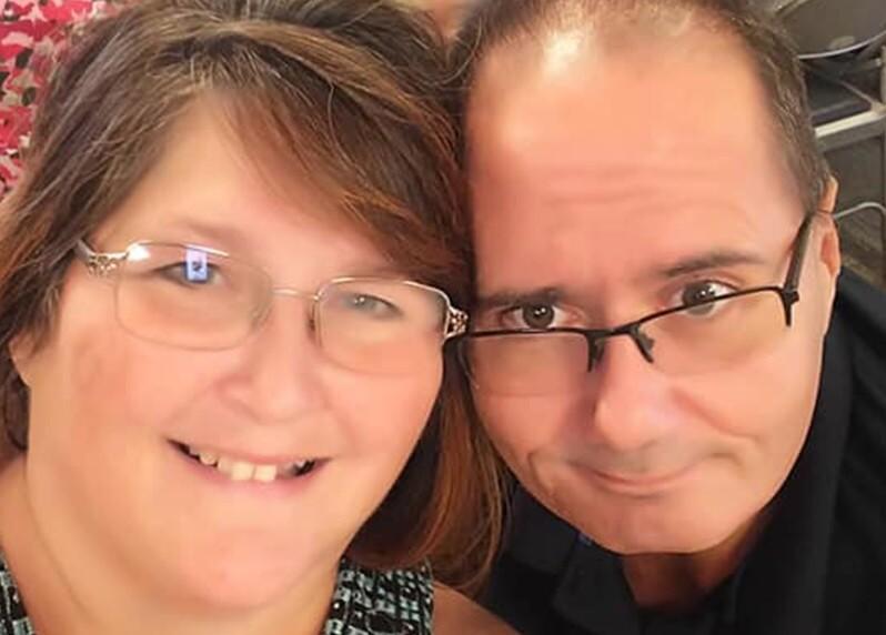Lisa y Ron Steadman, mujer superó el COVID, pero encontró a su esposo muerto por el virus