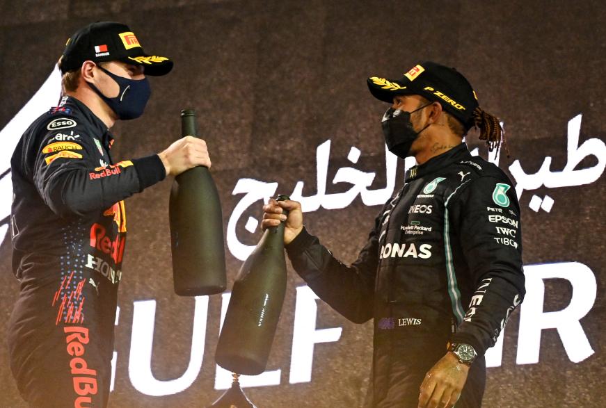 Max Verstappen y Lewis Hamilton en el podio del primer GP de Fórmula 1 del 2021.